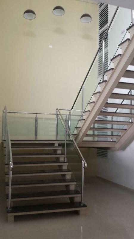 Corrimão de Inox e Vidro Água Funda - Corrimão de Escada de Inox