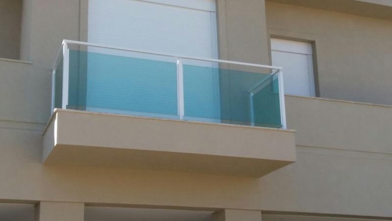 Corrimão de Vidro e Alumínio Preço Vila Esperança - Corrimão de Vidro Fumê
