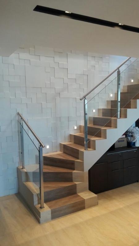 Corrimões de Vidro para Escadas Santa Isabel - Corrimão de Vidro e Alumínio