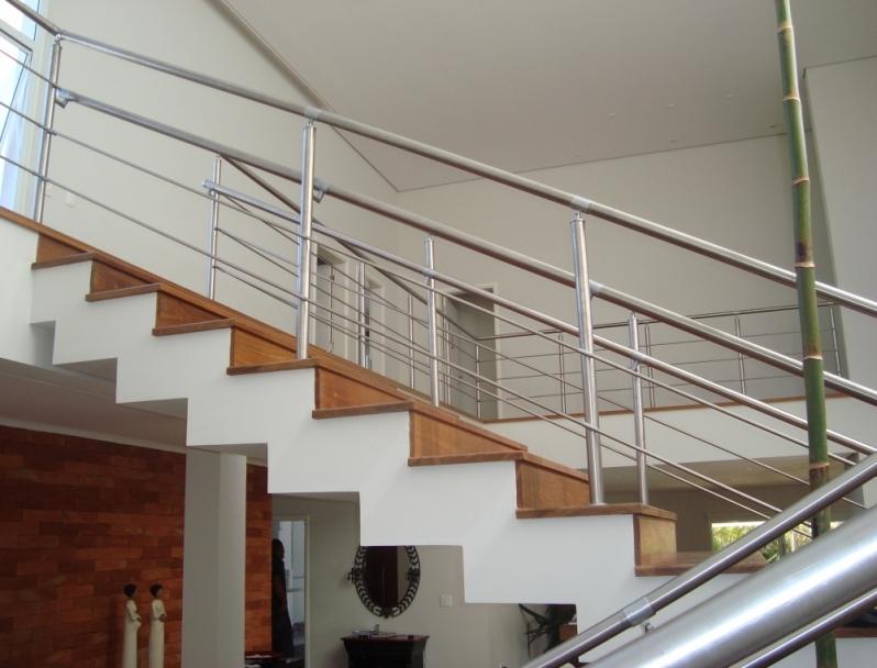 Empresa de Instalação de Corrimão de Aço Inox para Escada Reta Pacaembu - Instalação de Corrimão de Aço Inox e Vidro