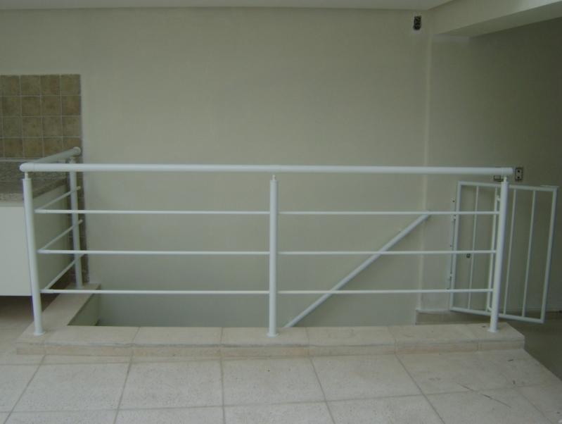 Fábrica de Corrimão para Escada de Ferro Localização Bertioga - Fábrica de Corrimão de Ferro com Vidro