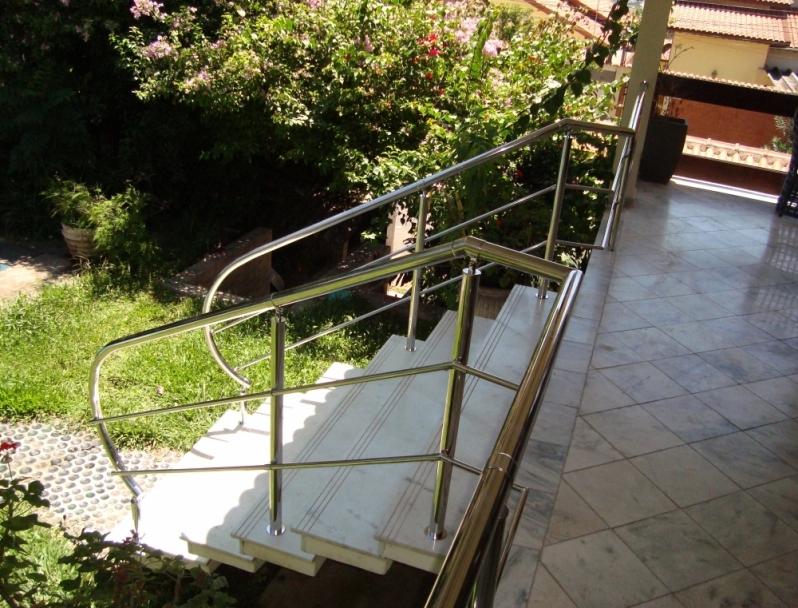 Instalação de Corrimão de Aço Inox para Escada Caracol Valor Ilha Comprida - Instalação de Corrimão de Aço Inox com Vidro