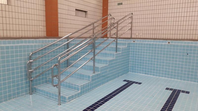 Instalação de Corrimão de Aço Inox para Piscina Rio Pequeno - Instalação de Corrimão de Aço Inox com Vidro