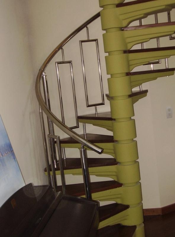 Instalação de Corrimão de Aço Inox Pintado Ibirapuera - Instalação de Corrimão de Aço Inox com Vidro
