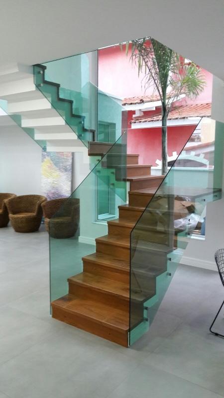 Instalação de Corrimão de Vidro com Botão Arujá - Corrimão de Vidro para Escada de Madeira