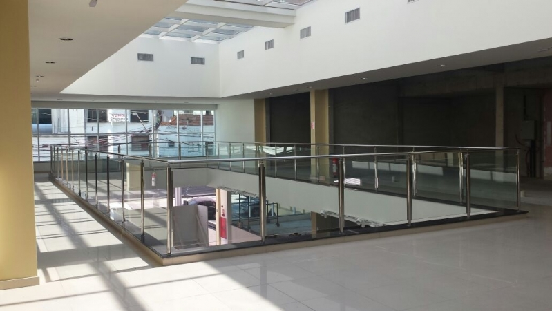 Instalação de Corrimão de Vidro e Inox Brás - Corrimão de Vidro para Varanda