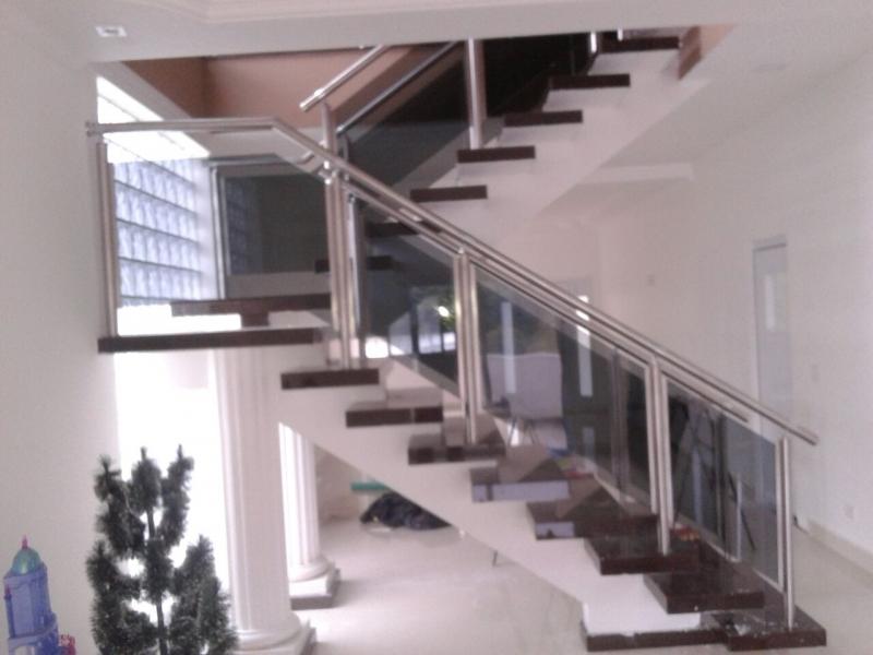 Instalação de Corrimão de Vidro Fumê Franca - Corrimão de Escada em Vidro Temperado