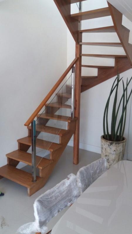 Instalação de Corrimão de Vidro para Escada de Madeira Centro - Corrimão de Vidro Temperado