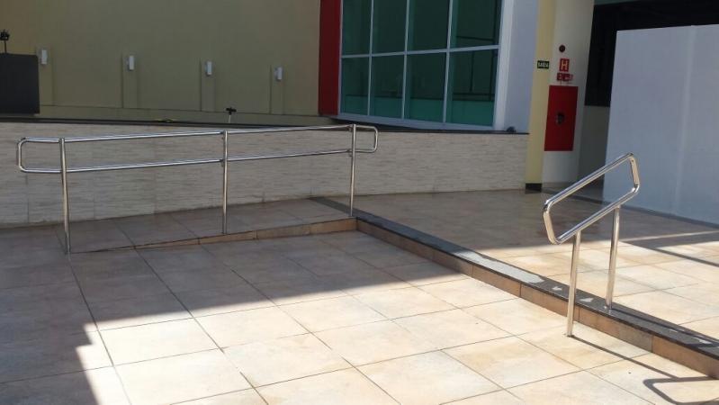 Instalação de Corrimão e Guarda-corpo em Aço Inox Peruíbe - Instalação de Corrimão de Aço Inox com Vidro
