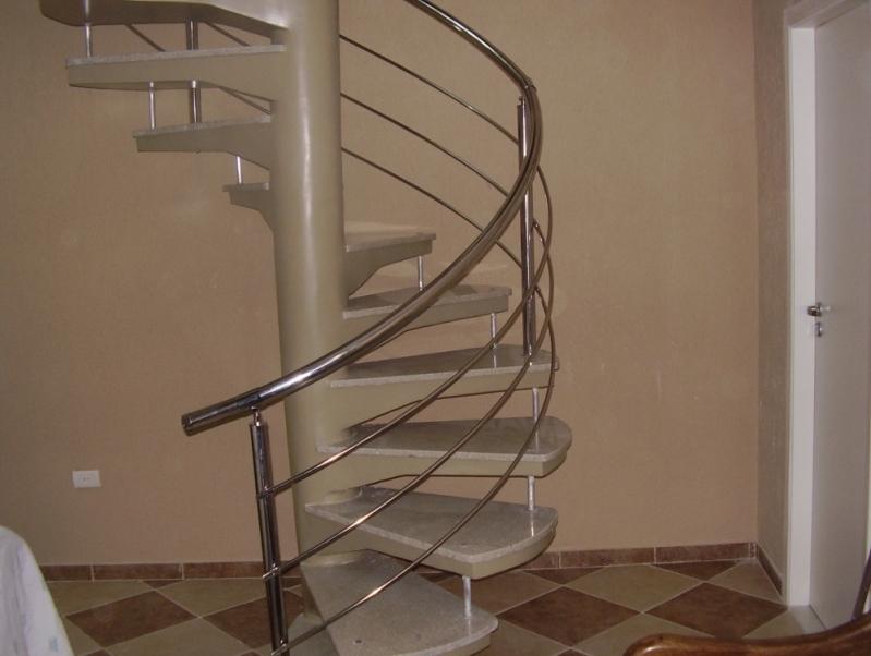 Serviço de Instalação de Corrimão de Aço Inox para Escada Caracol Lorena - Instalação de Corrimão de Aço Inox com Vidro