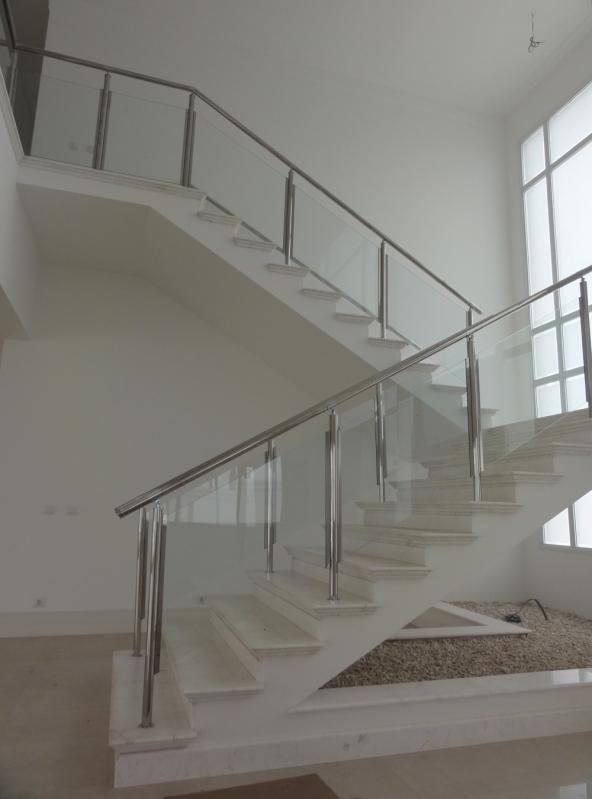 Serviço de Instalação de Corrimão de Aço Inox para Escadas Votuporanga - Instalação de Corrimão de Aço Inox com Vidro
