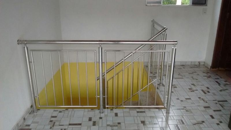 Serviço de Instalação de Corrimão de Aço Inox Pintado Jandira - Instalação de Corrimão de Aço Inox com Vidro