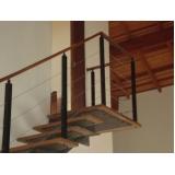busco por corrimão para escada de madeira Itaquaquecetuba