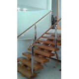 corrimão de vidro para escada de madeira preço Itu