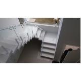 corrimão para escada de prédio