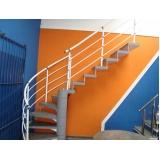 corrimão pintado para escada