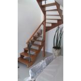 instalação de corrimão de vidro para escada de madeira Moema