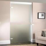 porta de vidro no quarto Arujá
